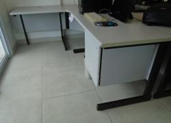 mesa-de-escritorio-em-l-com-gavetas