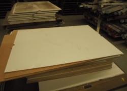 400 bases de madeira para prateleiras de estocagens