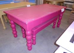 mesas-expositoras-na-cor-vermelha