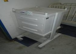 carrinho-movel-para-procedimentos-hospitalares