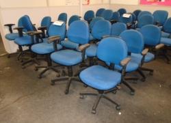 cadeiras-giratorias-na-cor-azul