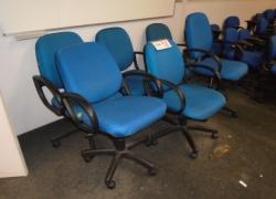cadeiras-giratorias-azuis-tipo-poltronas