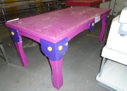 mesa-expositora-colorida-infantil
