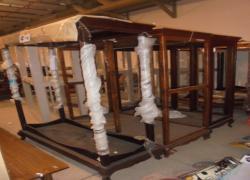 armarios-expositores-de-madeira-tipo-vitrine