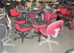 cadeiras-giratorias-na-cor-vinho