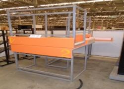 mesas-para-atendimento-com-tampos-laranja