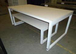 mesas-expositoras-na-cor-branca
