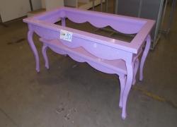 mesa-expositora-infantil-na-cor-rosa