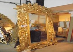 moldura-dourada-decorativa