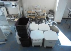 escadas-baldes-penicos-e-cestos-de-lixo