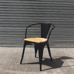 Kit 4 Cadeiras Para Mesa De Jantar Cozinha Sala Com Braço Tolix Metal Industrial Preto De Madeira