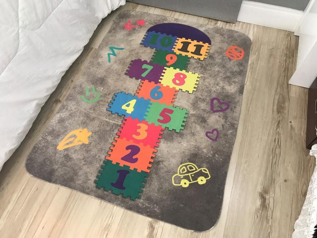 Tapete Infantil de Brincar Estampa Digital 95x130 Amarelinha