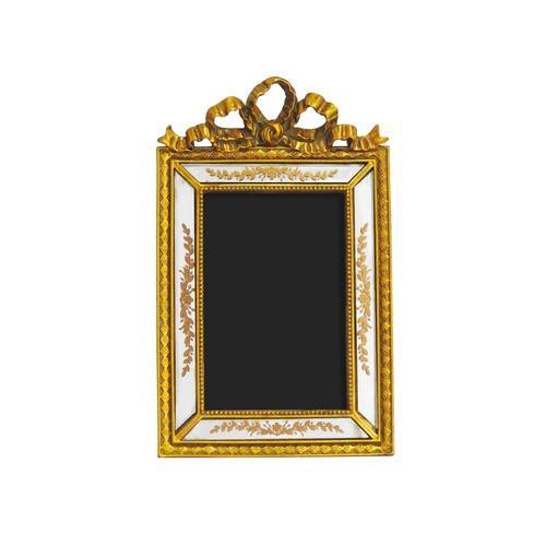 Porta Retrato Revestido em Resina Dourada - 24,5x15cm
