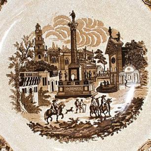 Prato em Porcelana com Pintura Marrom - 2x51x48cm