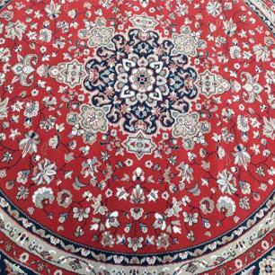 Tapete Persa Vermelho com Detalhes Bege - 200x200cm