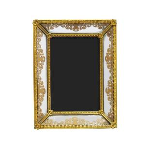Porta Retrato Revestido em Resina Dourada - 20x15,5cm