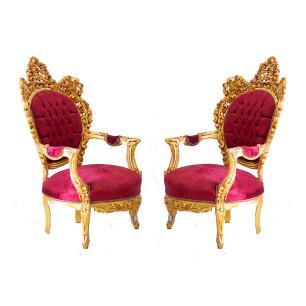 Par de Poltronas Tipo Luis XV Linha Versalles Gardenne com Tecido Vermelho
