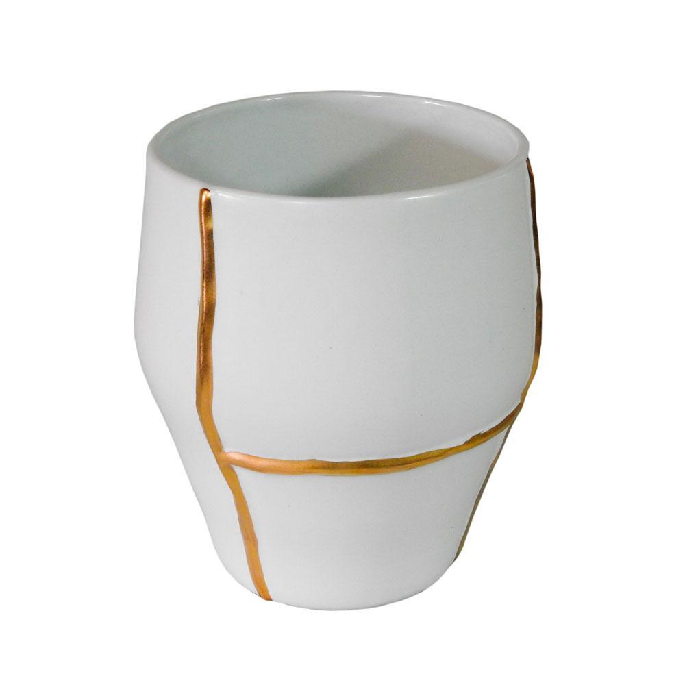 Vaso Decorativo em Porcelana na Cor Branca com Detalhes em Dourado - 26x23cm