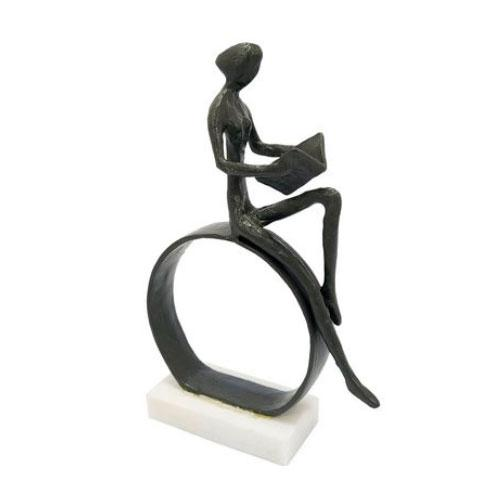 Escultura Decorativa Pessoa Lendo - 21x14x4,5cm