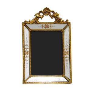 Porta Retrato Revestido em Resina Dourada - 29x18,5cm