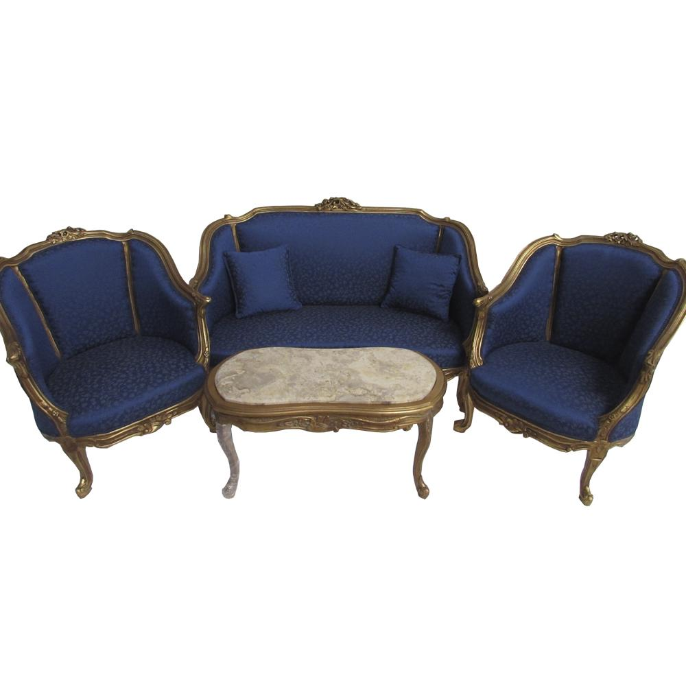 Kit Sofá Clássico Luis XV Dourado com Estofado Azul Relevo com 2 Poltronas e Mesa de Centro
