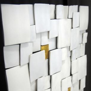 Quadro Decorativo Abstrato com Quadrados Brancos e Dourado - 60x60cm