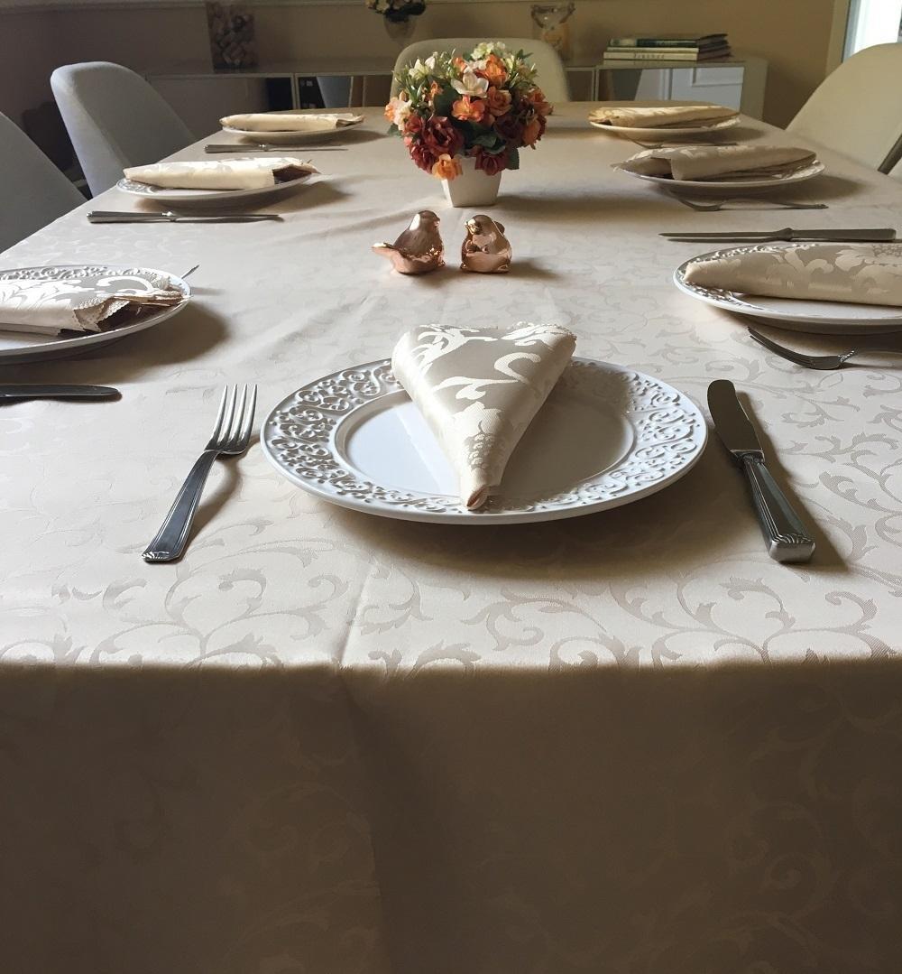 Toalha de Mesa Jacquard Bege Sempre Limpa Retangular 1.70 x 3.20m Arabesco Casa Argivai