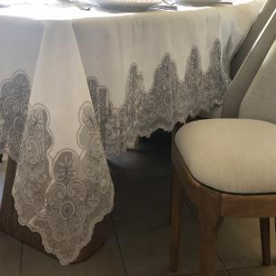 Toalha de Mesa Rendada Retangular 1.80 x 4.10m Capadócia