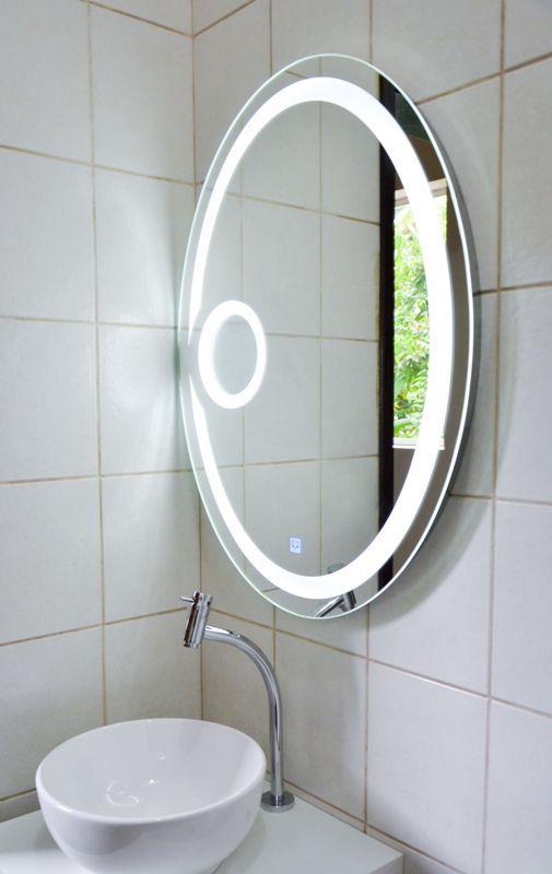Espelho oval com iluminação LED e lente de aumento embutidos