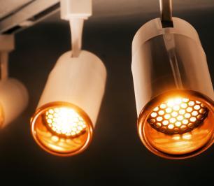 Trilho Eletrificado 2 metros com 6 Spots Branco SOQ: GU10 6000K | COR: Branco com Cobre | TAM: 2M | MOD: Z5