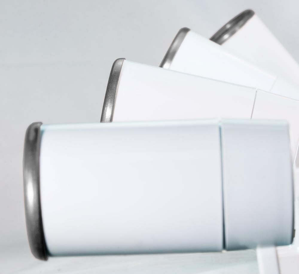 Trilho Eletrificado 2m com 5 Spots Soq: GU10 | COR: Branco com Prata | Spot: Led 7W 6.000k Branco Frio | Tam: 2 mt | Mod: Z4