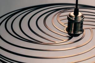 Luminária Pendente Disco Aramado Design Moderno Preta Mod: Téplice | Soq: E27