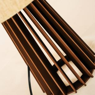 Abajur Torre de Madeira Caramelo com Cúpula de Tecido Crua E27