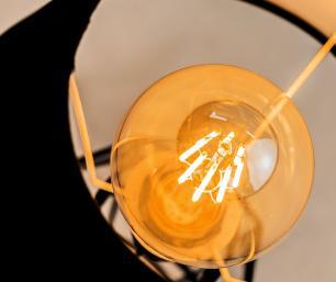 Abajur Lanterna Aramado Preto Design Moderno Com Cúpula De Tecido Preta