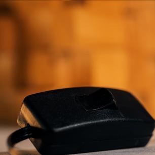 Abajur De Madeira Maciça Com Design Cubista | Cupula de Tecido Preta | Mod: A Origem