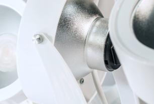 Trilho Eletrificado 1,5 metro com 6 Spots Prata SOQ: AR111 2700K  COR: Branco com Prata   TAM: 1,5M   MOD: L3