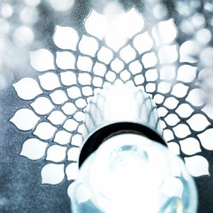 Lustre Pendente de Cristal Acrílico Vazado Prata| Base: 25x25cm | Mod: Flor