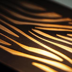 Arandela Retangular Externa Marrom Com Desenho Tam: 15x10cm Soq: G9 Mod: Laka