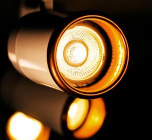 Trilho Eletrificado 1,5 m com 4 Spots Soq: GU10 | COR: Branco com Cobre | Spot: Led 7W 2.700k Branco Quente| Tam: 1,5 mt | Mod: Z4