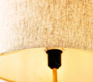 Abajur de Mesa Vela P2 Classico Soq: E27 | Cor: Cobre | Cúpula: 30cm/ Bege| Tam: 42cm | Mod: Vela P2