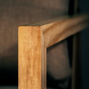 Poltrona de Madeira Com Almofada Super Estilosa e Moderna   Mod: Alf  Cor: Pinus e Preto