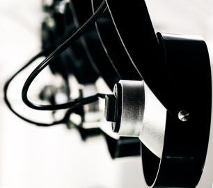 Trilho Eletrificado 1 metro com 4 Spots AR111 Preto com Lâmpada LED Prata 12W L3