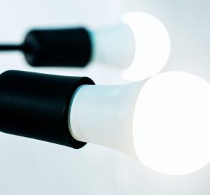 Luminária Sputnik industrial 6 hastes Soq: E27 | Cor: Preto | Tam: 86cm | Mod: Recto