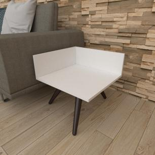 Mesa lateral simples em mdf branco com 3 pés inclinados em madeira maciça cor tabaco