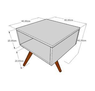 Mesa lateral em mdf amadeirado claro com 3 pés inclinados em madeira maciça cor tabaco