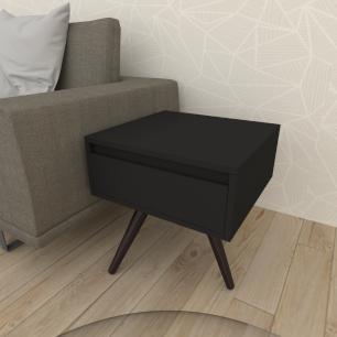 Mesa lateral com gaveta em mdf preto com 3 pés inclinados em madeira maciça cor tabaco