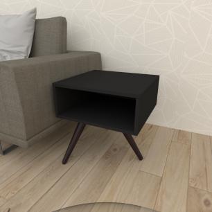 Mesa lateral em mdf preto com 3 pés inclinados em madeira maciça cor tabaco