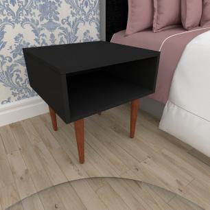 Mesa de Cabeceira em mdf preto com 4 pés retos em madeira maciça cor mogno