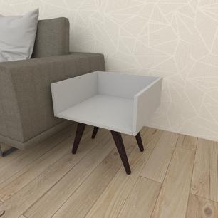 Mesa lateral minimalista em mdf cinza com 4 pés inclinados em madeira maciça cor tabaco