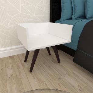 Mesa de Cabeceira minimalista em mdf branco com 4 pés inclinados em madeira maciça cor tabaco